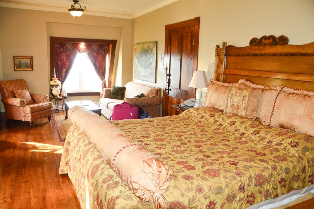canada_new-brunswick_hotel-paulin-bedroom-2