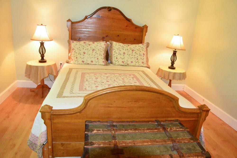 canada_new-brunswick_maple-grove-inn-room