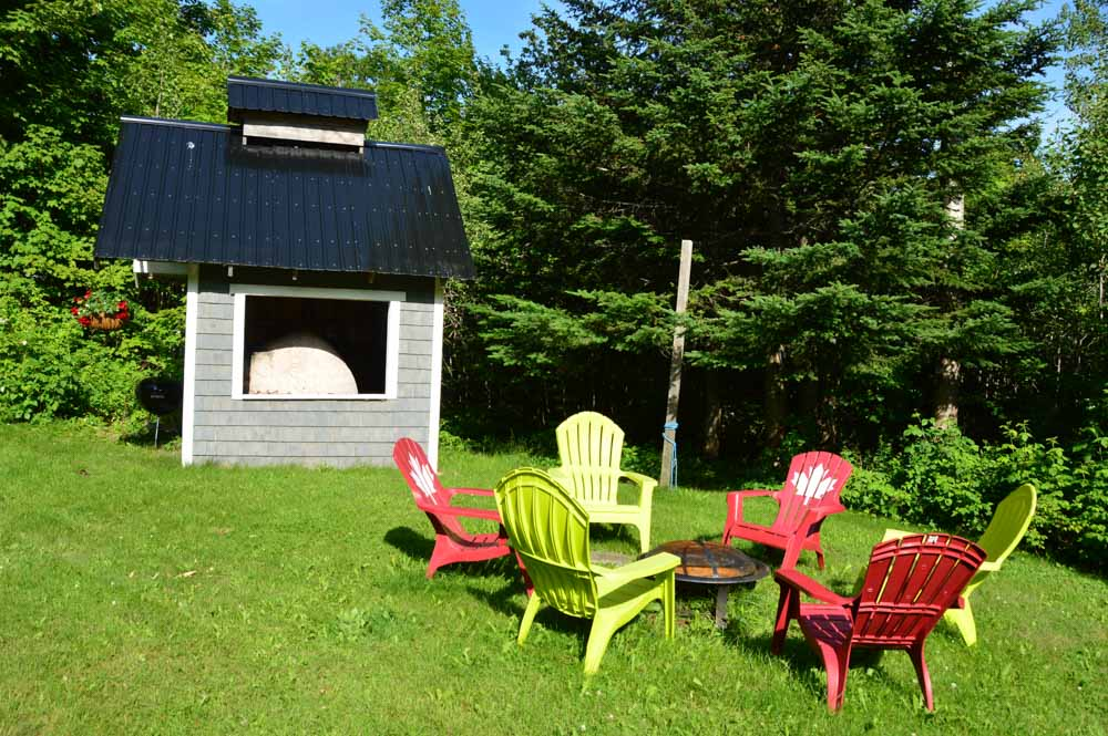 canada_new-brunswick_maplegrove-inn-backyard