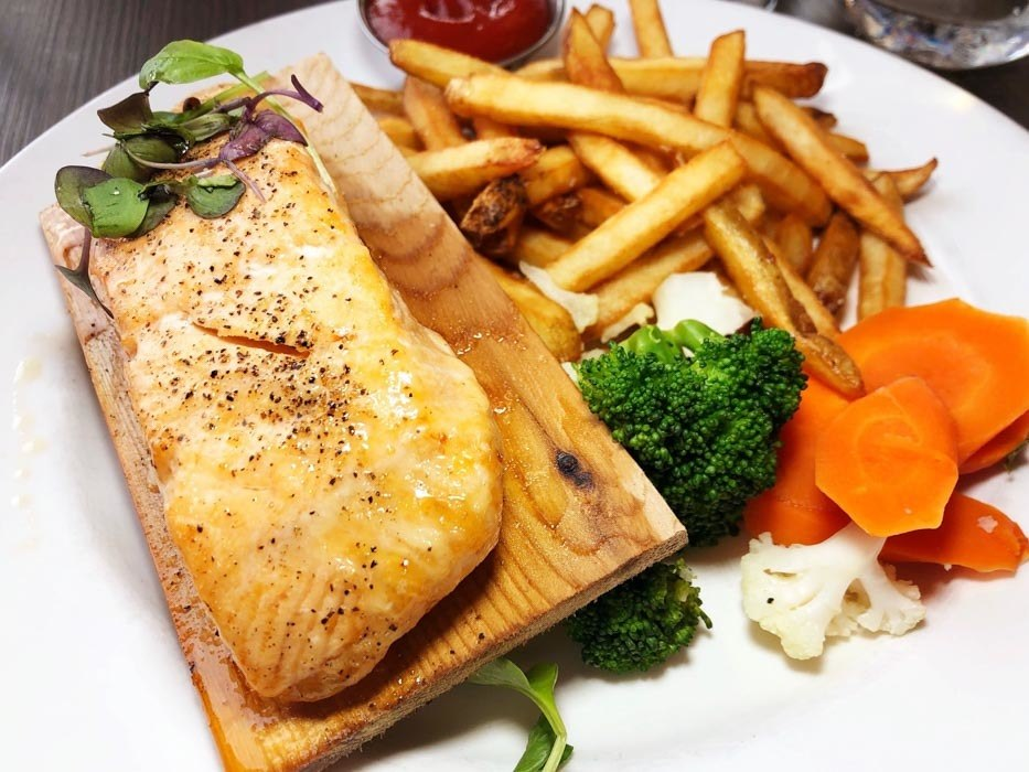canada_new-brunswick_miramichi-rodd-hotel-salmon