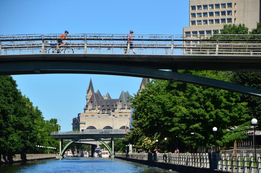 canada_ottawa_bridge-over-rideau-canal