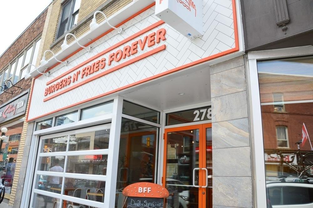 canada_ottawa_byward-market-Burgersnfriesforever