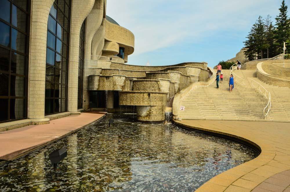 canada_ottawa_canadian-history-museum-steps