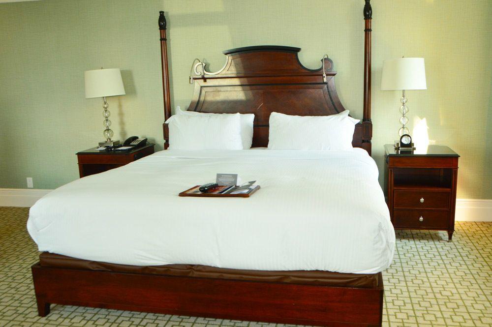 canada_ottawa_fairmont-chateau-laurier-room