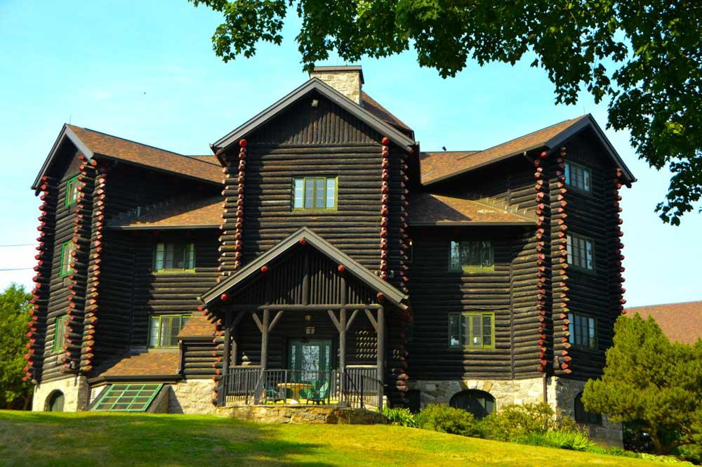canada_ottawa_fairmont-montebello-log-cabin