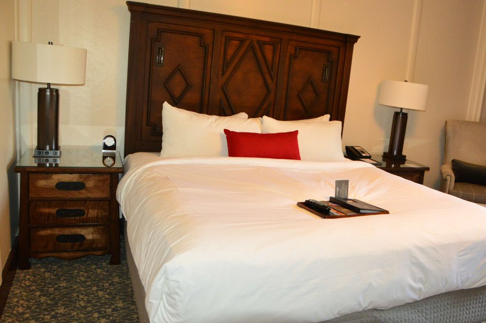 canada_ottawa_fairmont-montebello-room