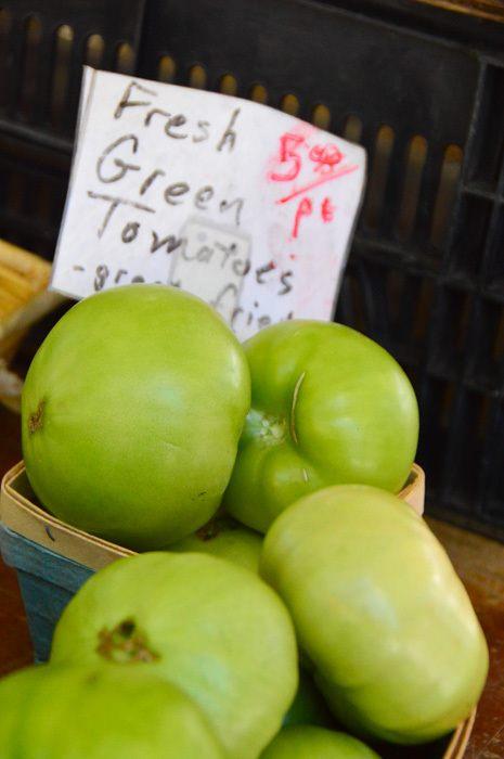 canada_ottawa_farmers-market-green-apples