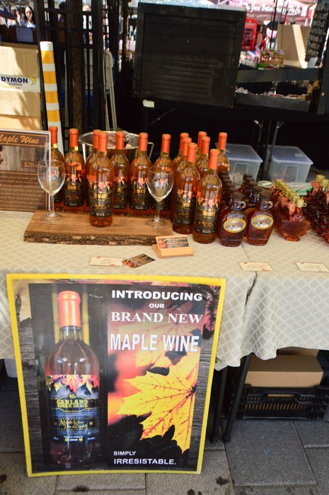 canada_ottawa_farmers-market-maple-syrup-stand