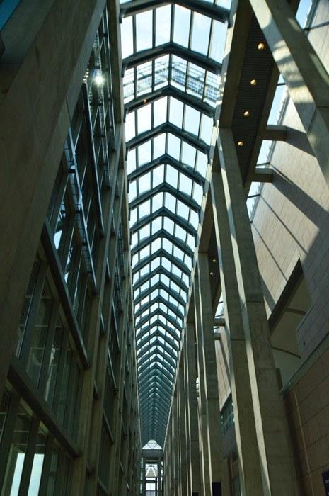canada_ottawa_national-gallery-hallway-ceiling