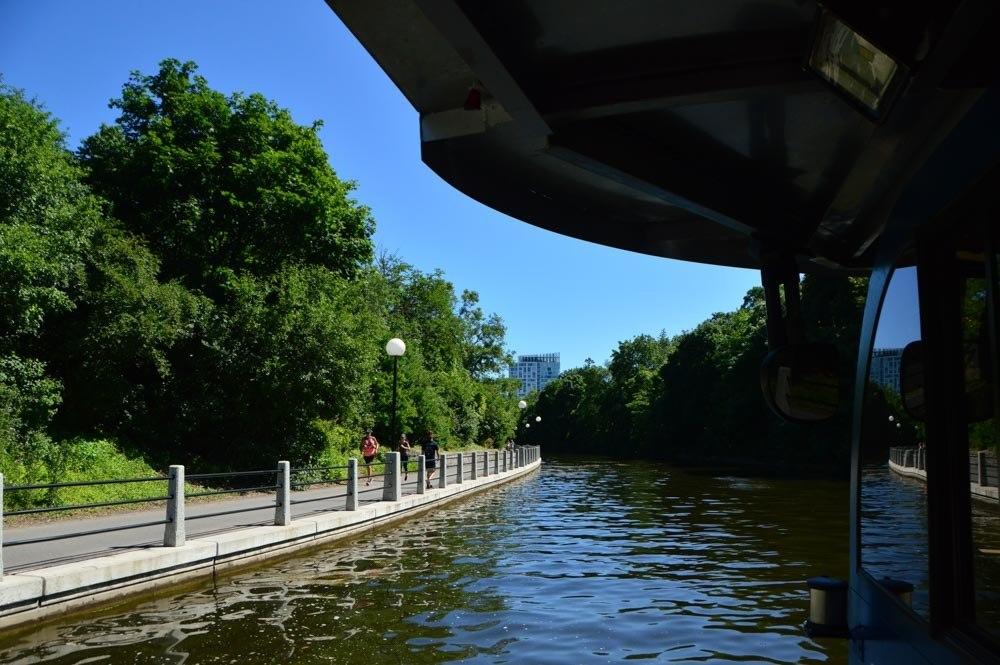 canada_ottawa_rideau-canal-boat-tour