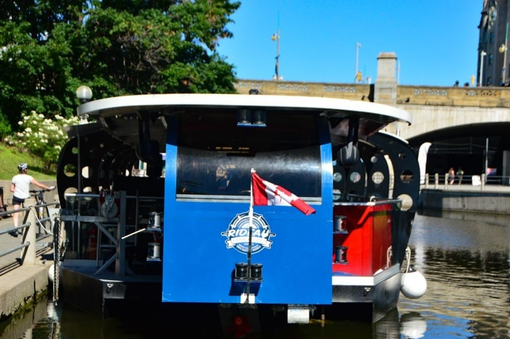 canada_ottawa_rideau-canal-boat-upclose