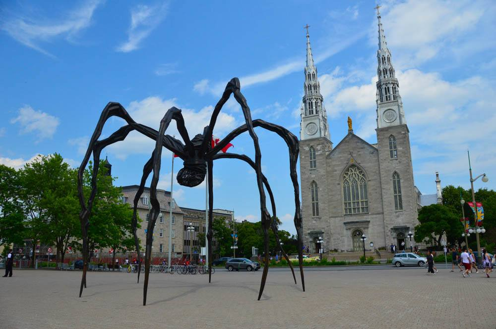 canada_ottawa_spider-sculpture-with-church