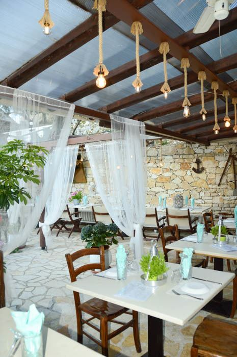 greece_paxos_gaios-restaurant-carnayo-tables