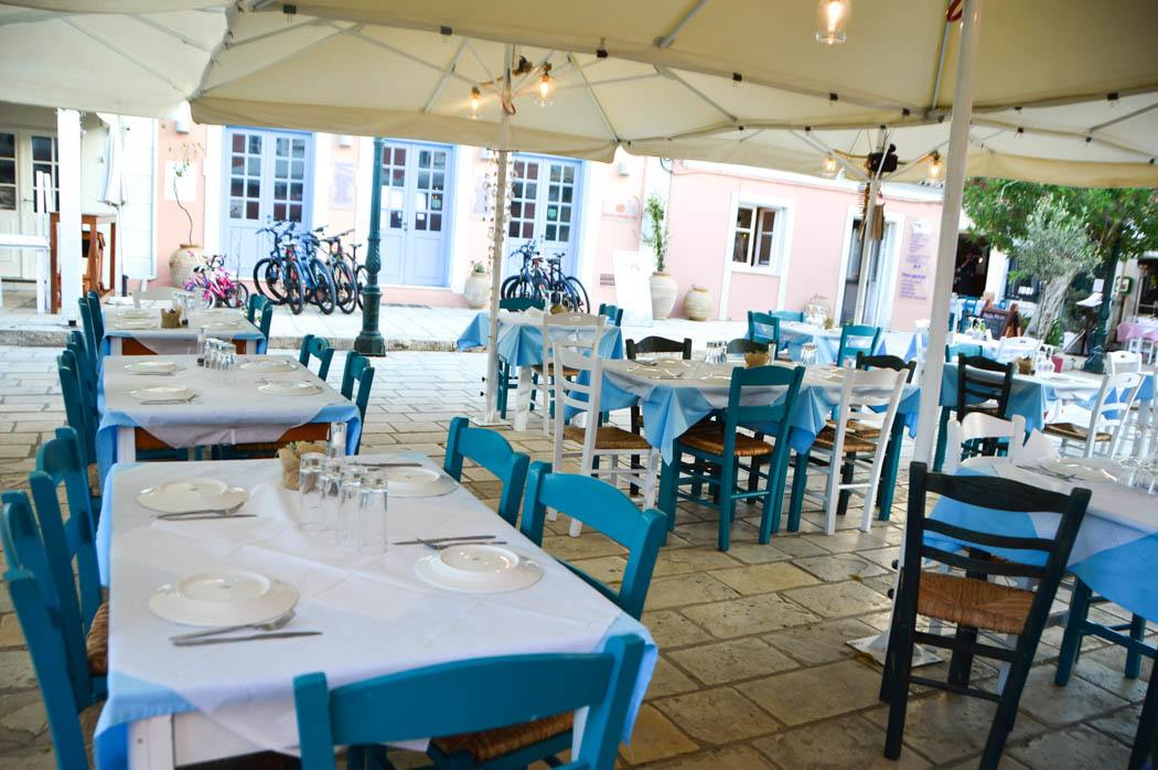 greece_paxos_gaios-restaurant-tables