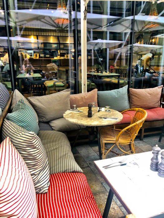 london_victoria_nova-rail-house-couches