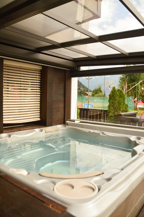 switzerland_verbier_experimental-chalet-jacuzzi-area
