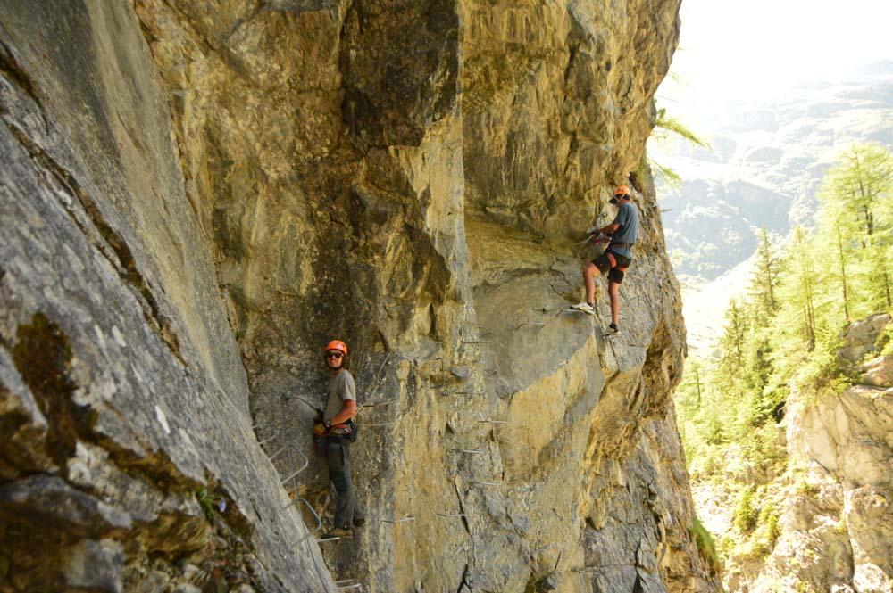 switzerland_verbier_mauvoisin-gorge-climbers