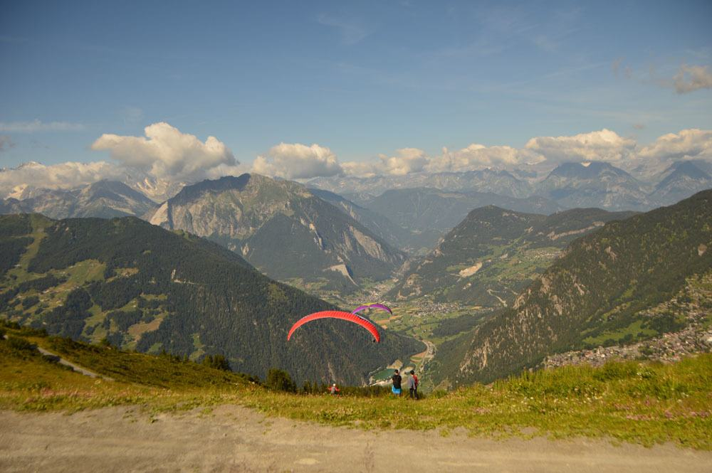 switzerland_verbier_paragliders