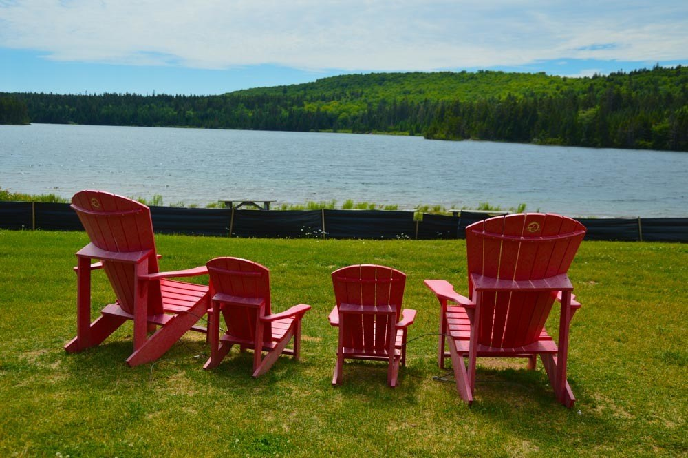 canada_new-brunswick_fundy-national-park-chairs