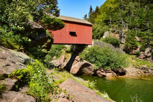 canada_new-brunswick_fundy-national-park-covered-bridge