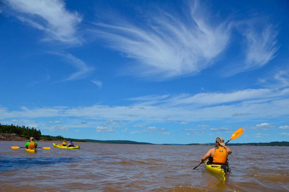 canada_new-brunswick_hopewell-rocks-kayak-view