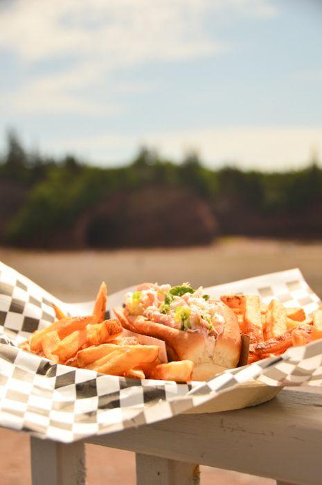 canada_new-brunswick_st-martins-lobster-roll