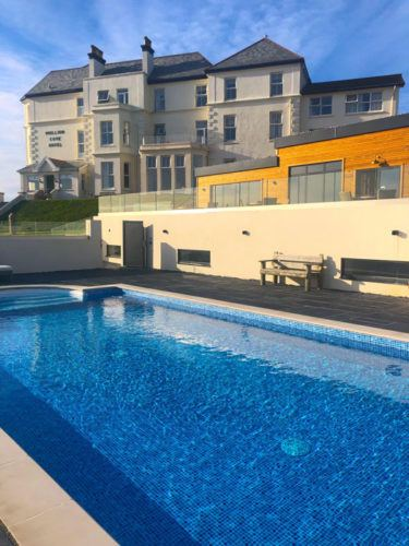 england_cornwall_mullion-cove-hotel-view-from-pool