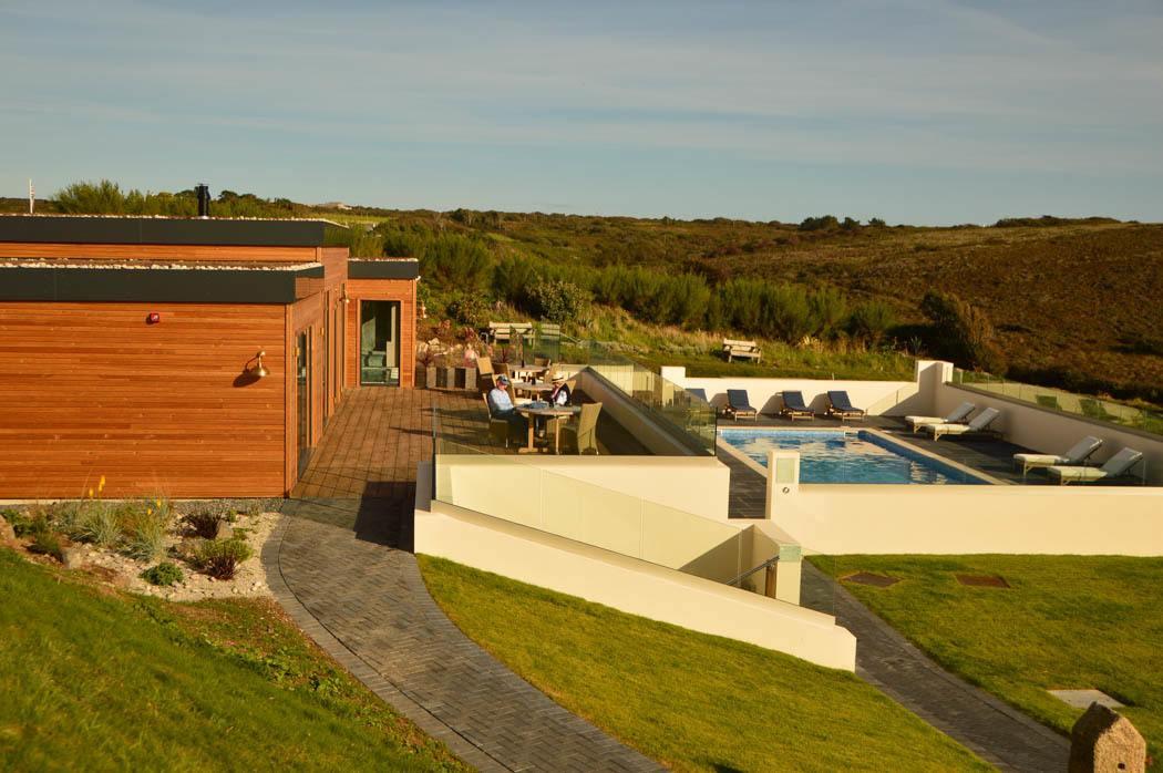 england_cornwall_mullion-cove-spa-pool