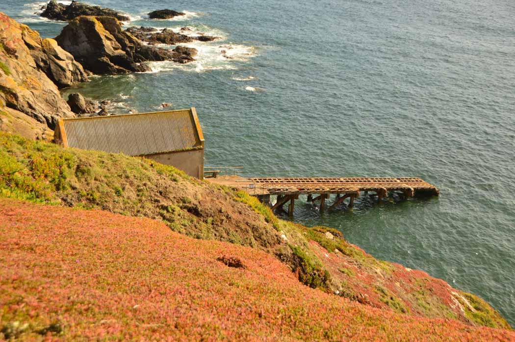 ngland_cornwall_south-west-path-boat-house