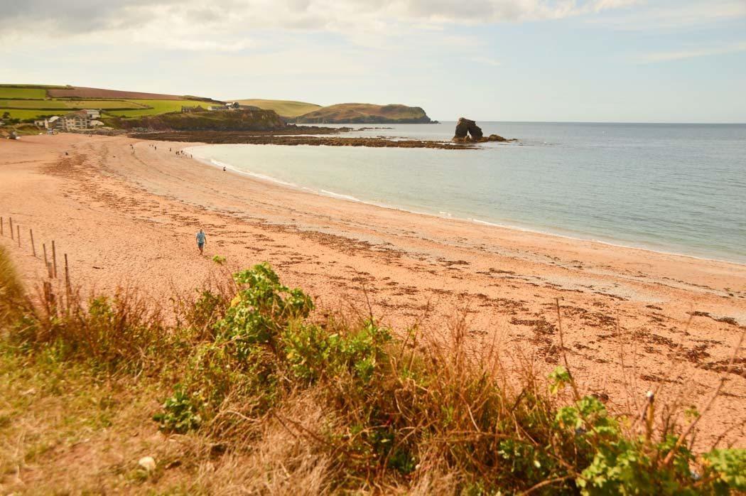 england_devon_south-west-coastal-path-beach-thurlestone-sands