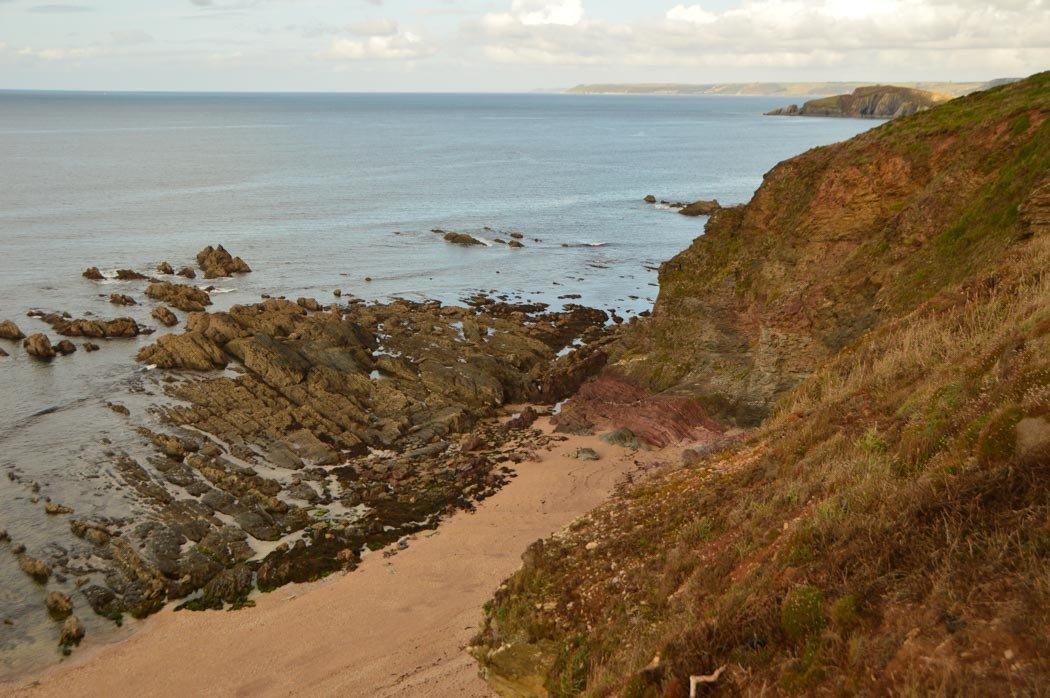 england_devon_south-west-coastal-path-sand-rocks-2