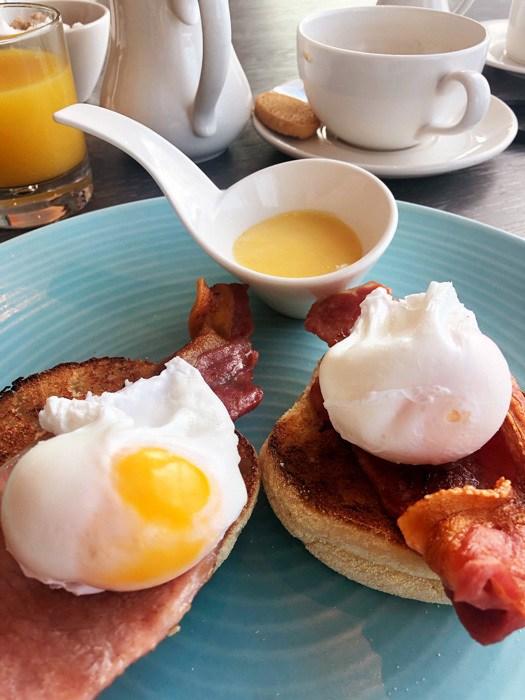 england_devon_thurlestone-hotel-eggs-benedict
