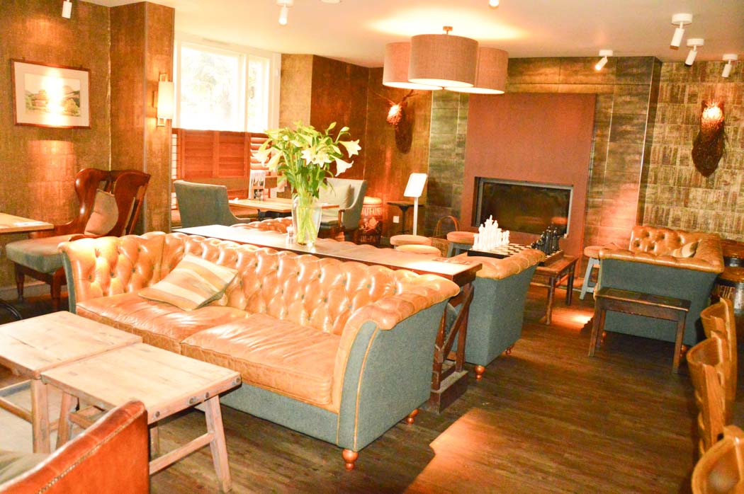 england_devon_thurlestone-hotel-village-inn-pub-back-room