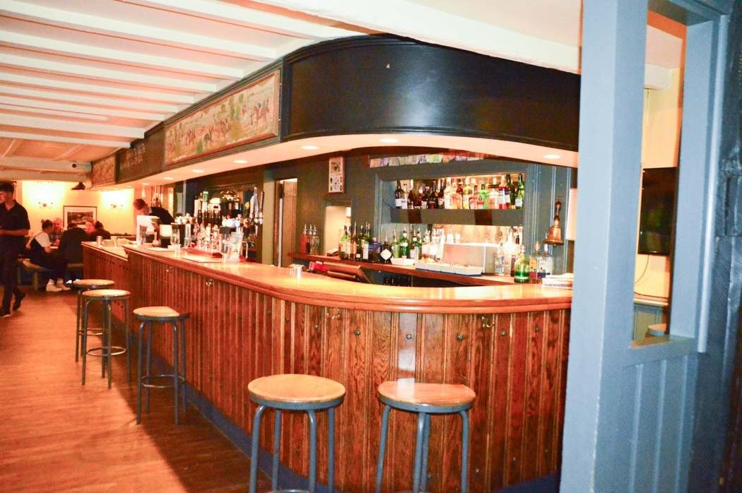 england_devon_thurlestone-hotel-village-inn-pub-interior