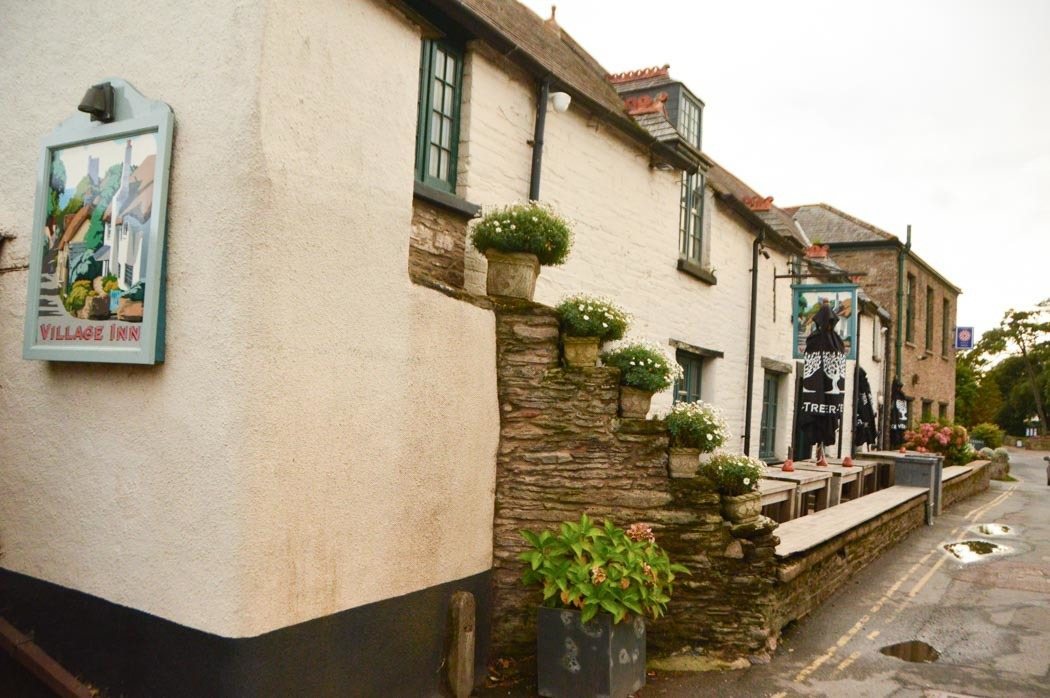 england_devon_thurlestone-hotel-village-inn-pub