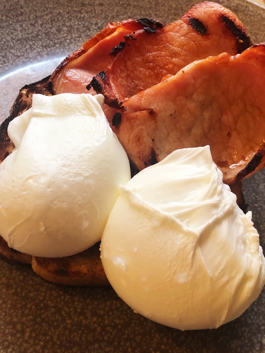 england_winchester_wykeham-arms-poached-egg-bacon