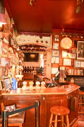 england_winchester_wykeham-arms-the-bar-side-view
