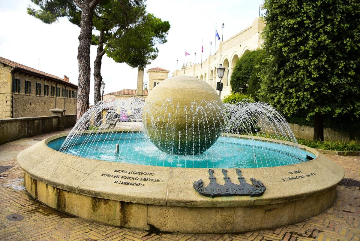 taly_san_marino_fountain