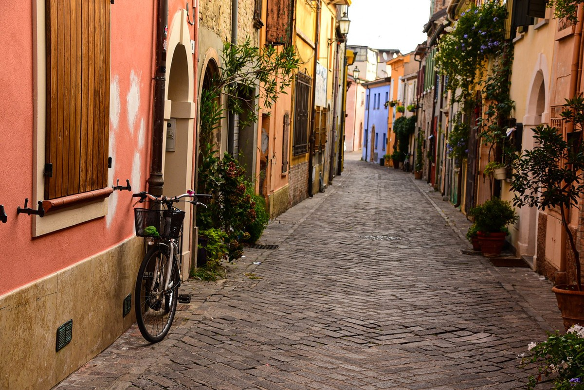 Italy_Rimini_old-town-back-street