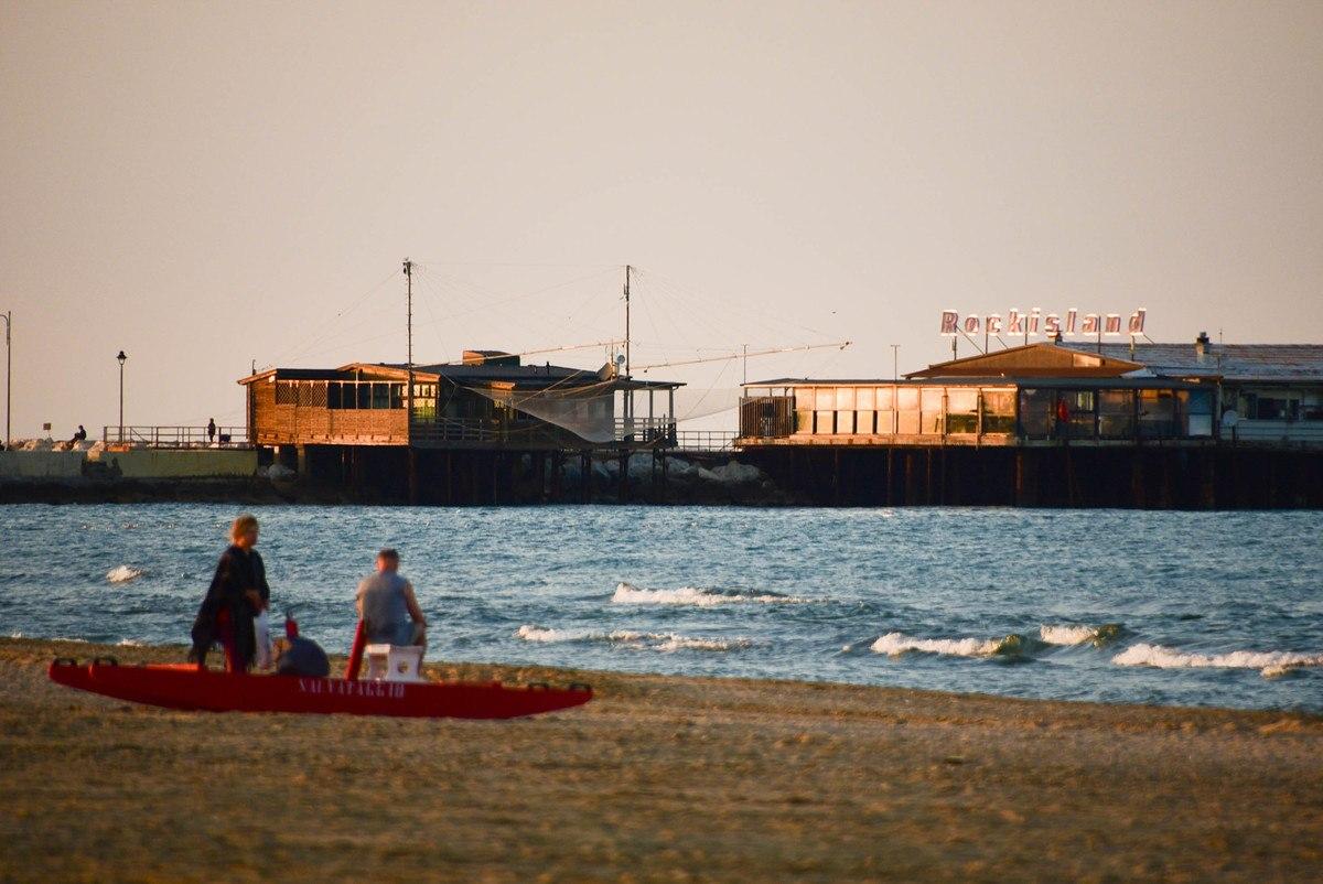 Italy_Rimini_pier-from-beach