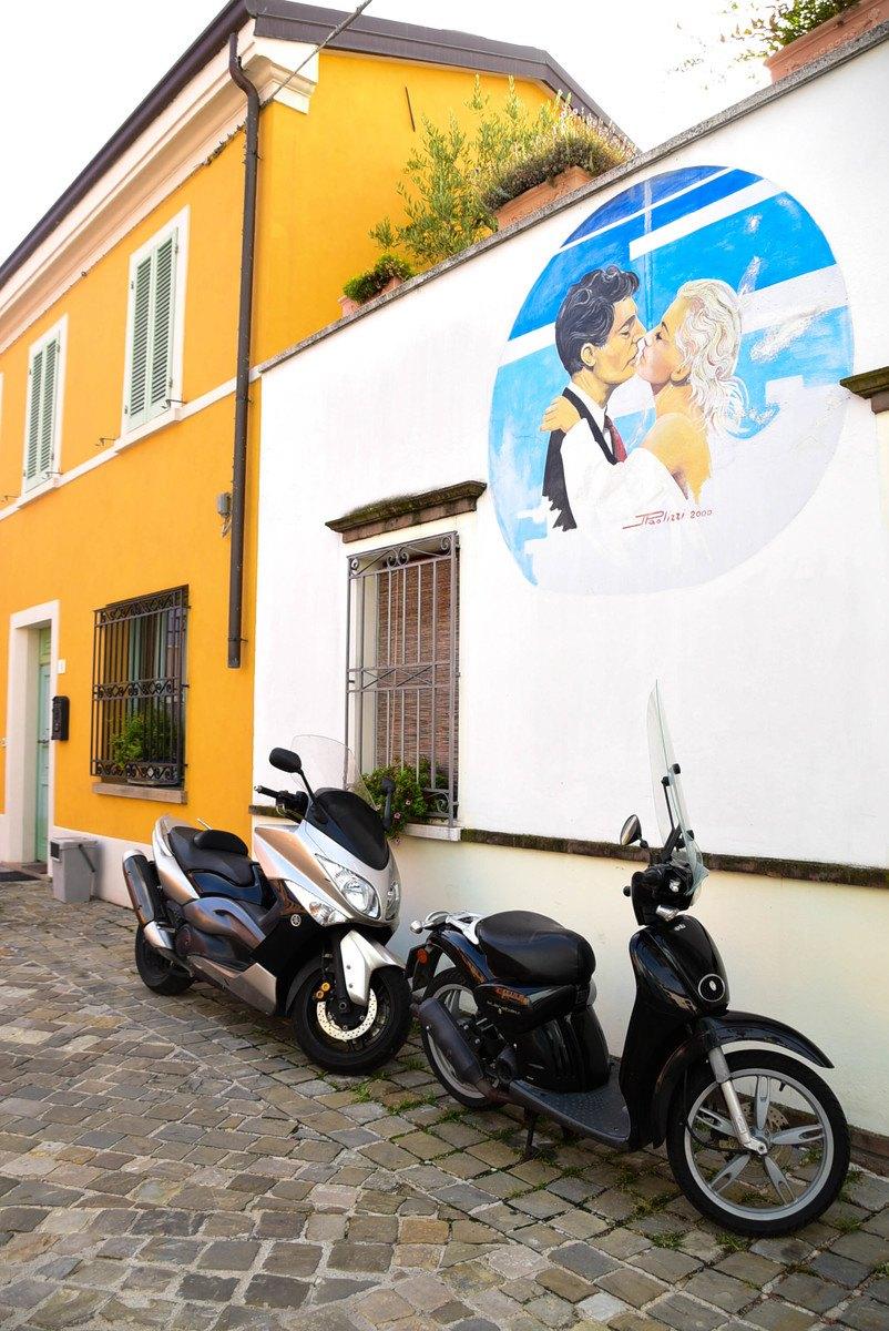 Italy_Rimini_street-art-motorbike
