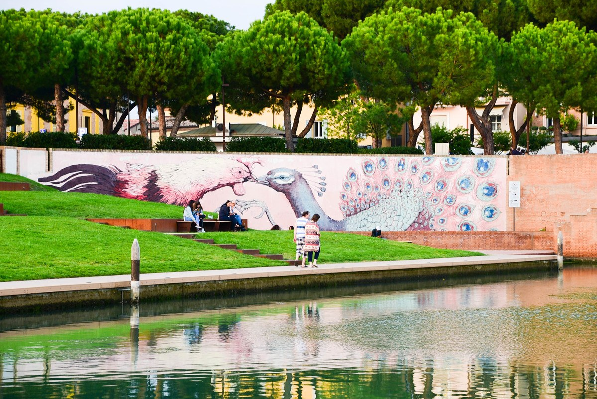 Italy_rimini_ponte-tibero-peacock-art