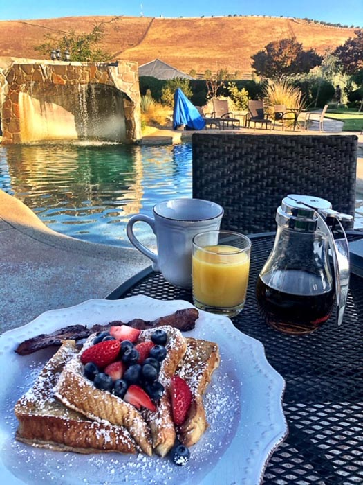 california_livermore_purple-orchid-breakfast-by-pool-french-toas