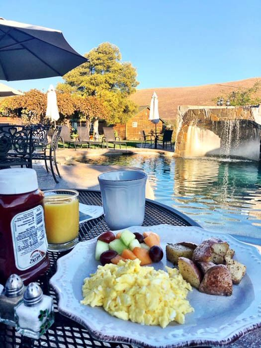 california_livermore_purple-orchid-breakfast-by-pool