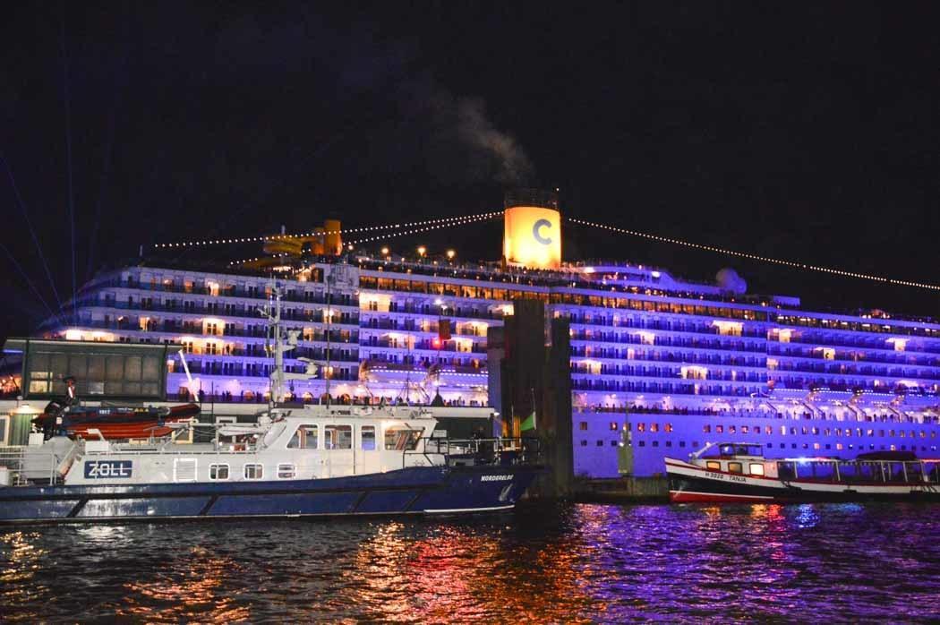 germany_hamburg_blue-port-cruise-ship