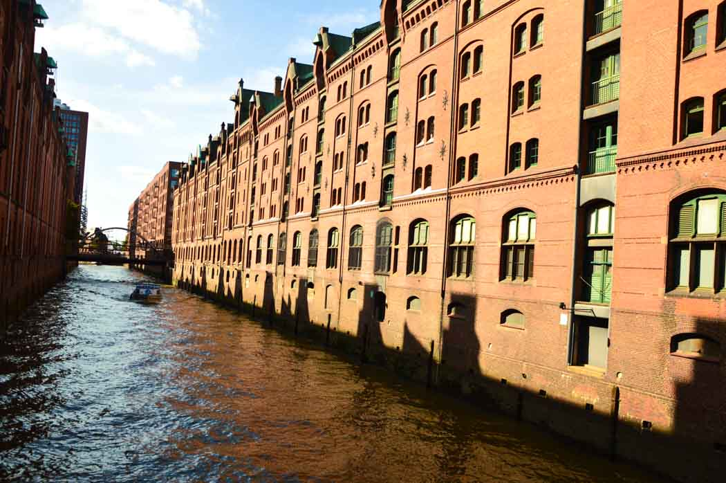 germany_hamburg_harbour-warehouse-area-canal