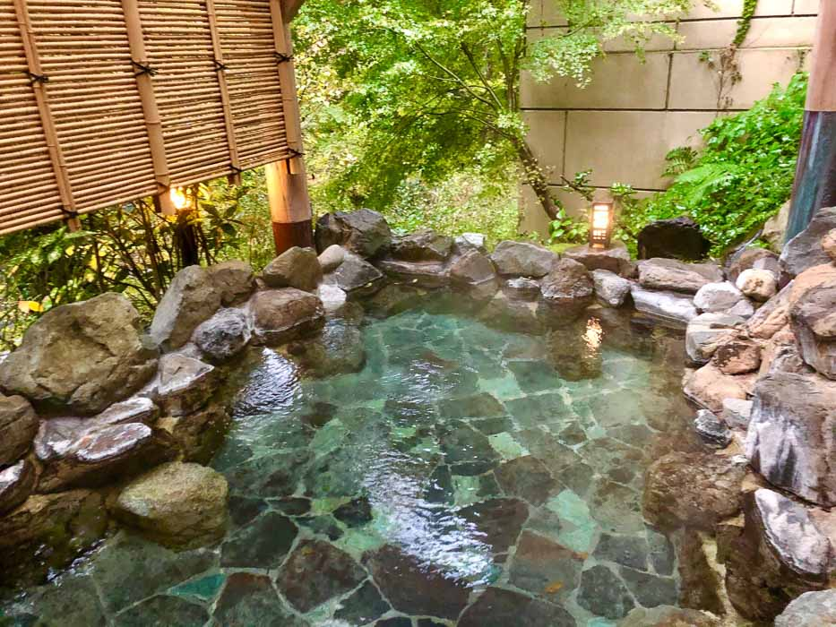 japan_kaga_ryokan-outdoor-bath part of a 10 day Japan itinerary