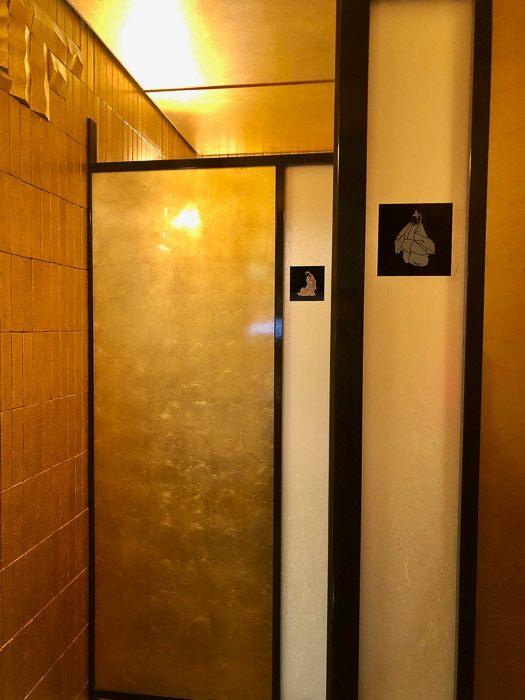 japan_kanazawa_gold-leaf-bathroom