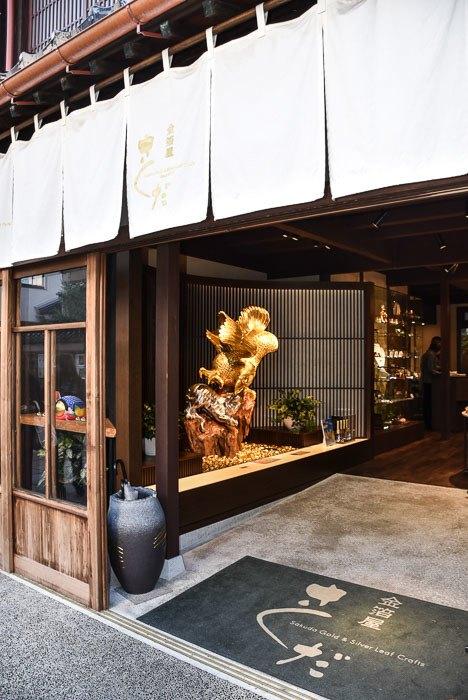 japan_kanazawa_gold-leaf-shop