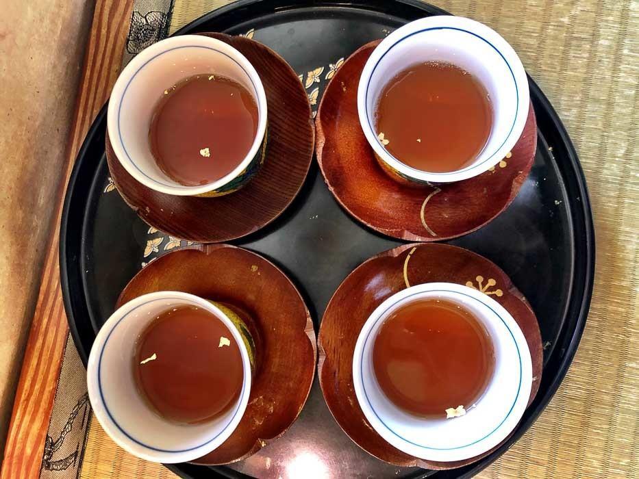 japan_kanazawa_gold-leaf-tea